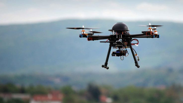 Dieses Bild zeigt eine Drohne die auch für Filmproduktionen oder Videoproduktionen verwendet wird