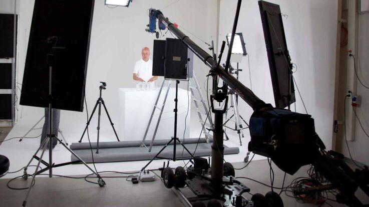 Ein zahlreiches Equipment ist für eine Videoproduktion oder Filmproduktion notwendig
